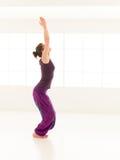 Posizione di yoga di hatha del principiante Fotografia Stock