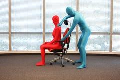 Posizione seduta corretta su addestramento della poltrona dell'ufficio Fotografie Stock Libere da Diritti