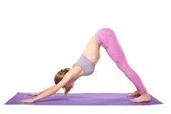 Posizioni di pratica di yoga della ragazza sportiva attraente Immagini Stock Libere da Diritti