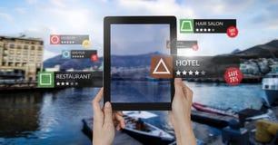 Posizioni di rassegna di App nella realtà aumentata con la destinazione di festa immagini stock libere da diritti