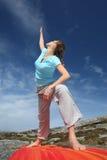 posizioni l'yoga del triangolo di potenza Immagini Stock