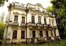 Posséder la résidence d'été de tsar russe photographie stock libre de droits