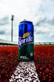 Possa da soda do duende no campo da trilha no estádio Imagens de Stock