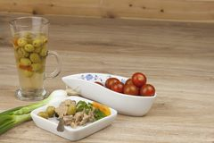 Possa do atum, uma refeição saudável com vegetais Fotografia de Stock Royalty Free