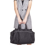 Posse da mão das mulheres o saco do curso, cor preta no fundo branco, Fotos de Stock Royalty Free