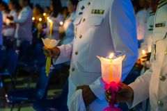A posse dos povos candles a luz na noite Fotos de Stock