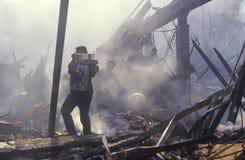 Possessions sauvantes de famille après des émeutes Photos stock