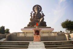 Possibilité éloignée de Birla Ganapati, 72 pieds d'idole grand de Lord Ganapati avec des étapes, plaza de péage de Somatane, Pune Photos libres de droits