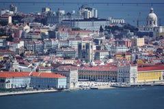 Possibilité éloignée de Lisbonne avec la cathédrale, le Panthéon, la plaza de Comercio et la rivière Image libre de droits