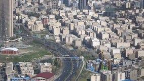 Possibilité éloignée du paysage urbain de Téhéran le capital de la république islamique de l'Iran avec la lumière du soleil au-de banque de vidéos
