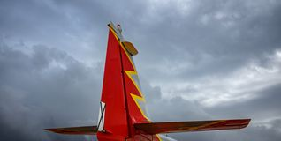 Postępowy dżetowy trenera CASA C-101 Aviojet ogon przeciw niebu obrazy royalty free