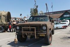 Post-apocalyptische overlevingsvrachtwagen Stock Foto