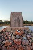 Post- arbetare för monument på stranden Aland öar Royaltyfri Foto