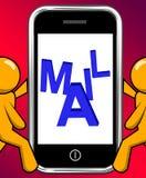 Post auf Telefon-Anzeigen stehen senden Mitteilung elektronisch in Verbindung Stockfotos