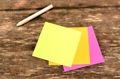 Post-it colorido Fotos de archivo libres de regalías