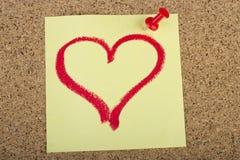 Post-it com a forma do coração desenhada com batom Imagens de Stock Royalty Free