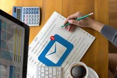 Post Communicatie Verbindingsbericht aan de post van contactentelefoon Royalty-vrije Stock Afbeeldingen