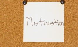 Post-it de la motivación en un fondo del coarkboard Foto de archivo libre de regalías