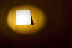 Post-it en la madera Imagen de archivo