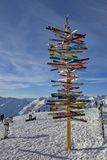 Post met richtingen aan de skihellingen in de Oostenrijkse Alpen, Ischgl Stock Afbeelding