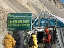 Post an niedrigem Lager Everest stockbilder