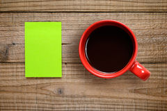 Post-it note and coffee cup Royalty Free Stock Photos
