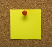 Post it note on cork Royalty Free Stock Images