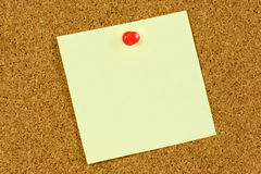 Post it note on cork board Royalty Free Stock Images