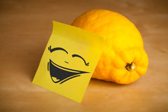Post-it note with smiley face sticked on lemon Stock Images