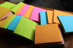 Post it note on the table. Mix color of post it note Royalty Free Stock Photos