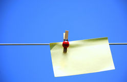 Post it note on a washing line Royalty Free Stock Image