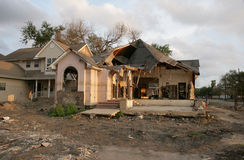 Post orkaan Katrina een vloed Beschadigd huis in New Orleans dichtbij het 17de Kanaal van de Straat. stock foto's