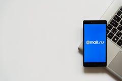 post ru embleem op het smartphonescherm Royalty-vrije Stock Foto