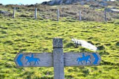 Post sign horse riders on the path 2 Royalty Free Stock Photography