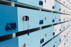 Post und Pakete in einer Eigentumswohnung Stockbild
