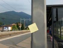 Post-It und Station Stockfoto