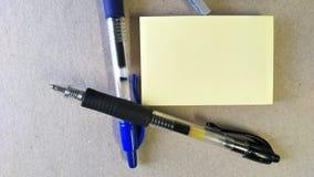 Post-It und Stift Stockbild