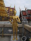 Postać w Świątynnym Wacie Phra Kaeo w Bangkok, Tajlandia - Szmaragdowy Buddha - zdjęcia royalty free