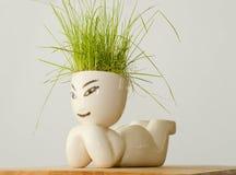 postać z trawą na jego głowie Obraz Royalty Free