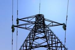 Posta ad alta tensione elettrica con il fondo del cielo Fotografia Stock