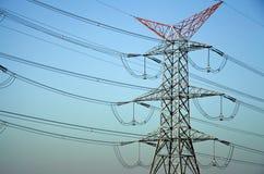 Posta ad alta tensione Pali elettrici di potere Immagini Stock Libere da Diritti
