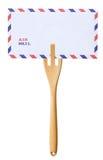Posta brevet på trägaffeln som isoleras på vit Royaltyfri Foto