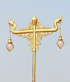 Posta d'annata dorata della lampada Immagini Stock