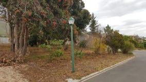 Posta della lampada un giorno nuvoloso nell'autunno immagine stock