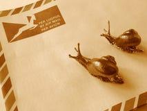 Posta di aria o snail mail? Fotografia Stock Libera da Diritti