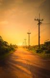 Posta di elettricità della siluetta con il bello tramonto Fotografia Stock