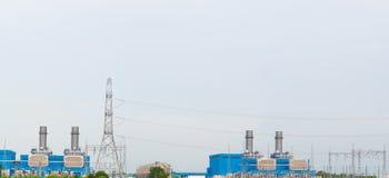 Posta di elettricità e sottostazione elettrica elettrica ad alta tensione Fotografie Stock Libere da Diritti