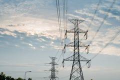 Posta di elettricità nel cielo Fotografia Stock