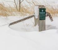 Posta di inverno e nodo della corda Immagine Stock Libera da Diritti