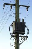 Posta e trasformatori elettrici Fotografie Stock Libere da Diritti